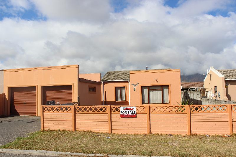 House For Sale in Strand, Strand